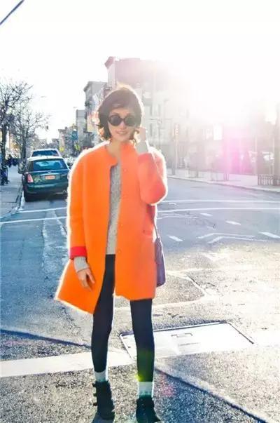 潮人都是这么搭配橘色外套的~