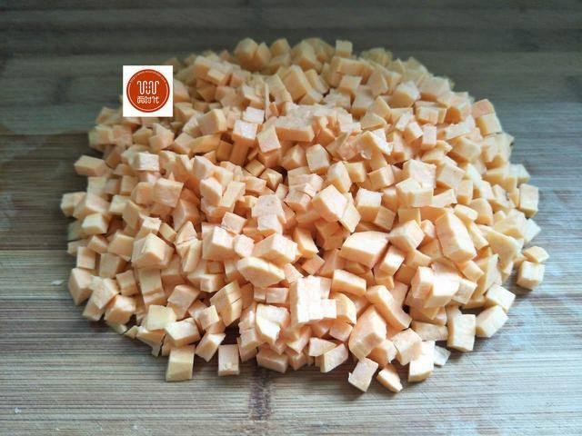 这是最简单的红薯饼做法,步骤简单,外酥里嫩实在太美味了!