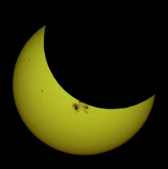 """日食到底是什么,它是如何形成的?""""天狗""""为什么要""""咬日""""?"""
