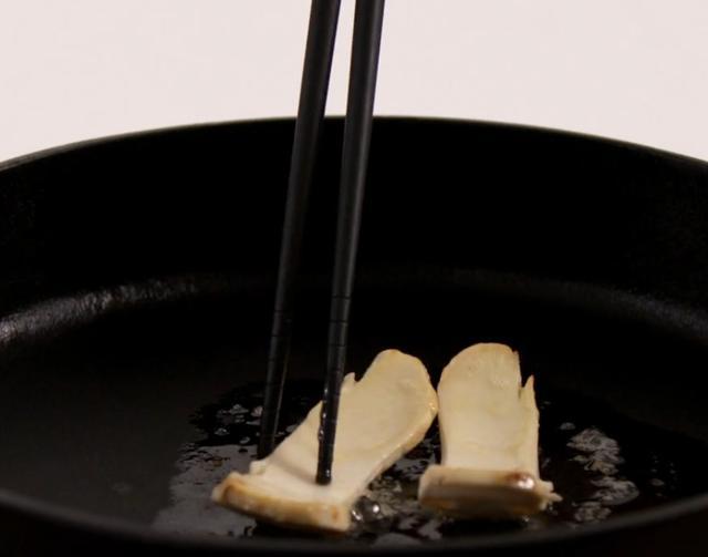 松茸这样吃最有营养价值,步骤简单,爽口滑嫩,好吃到停不下来