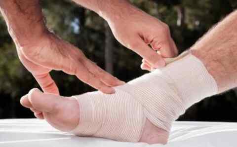 脚崴了一直肿怎么办?脚崴了肿了怎么消肿的5个方法