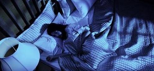 """为什么睡觉会""""鬼压床""""?立刻解除""""鬼压床""""唤醒自己的3种方法"""