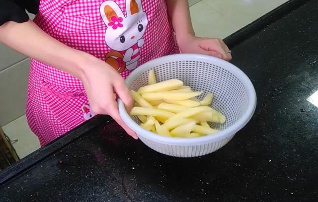 自制肯德基薯条,又香又脆,好吃到停不下来!