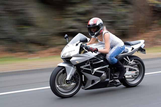 车友问,机车和摩托车有什么主要区别?