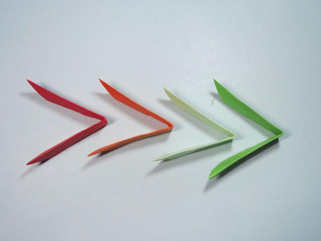 飞镖怎么折,教你彩色飞镖的折法