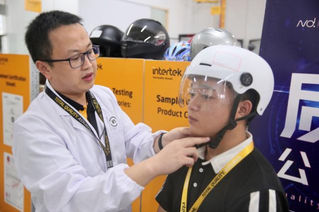 头盔质量靠谱吗?我们测了四款头盔,仅一款产品通过全部测试项目